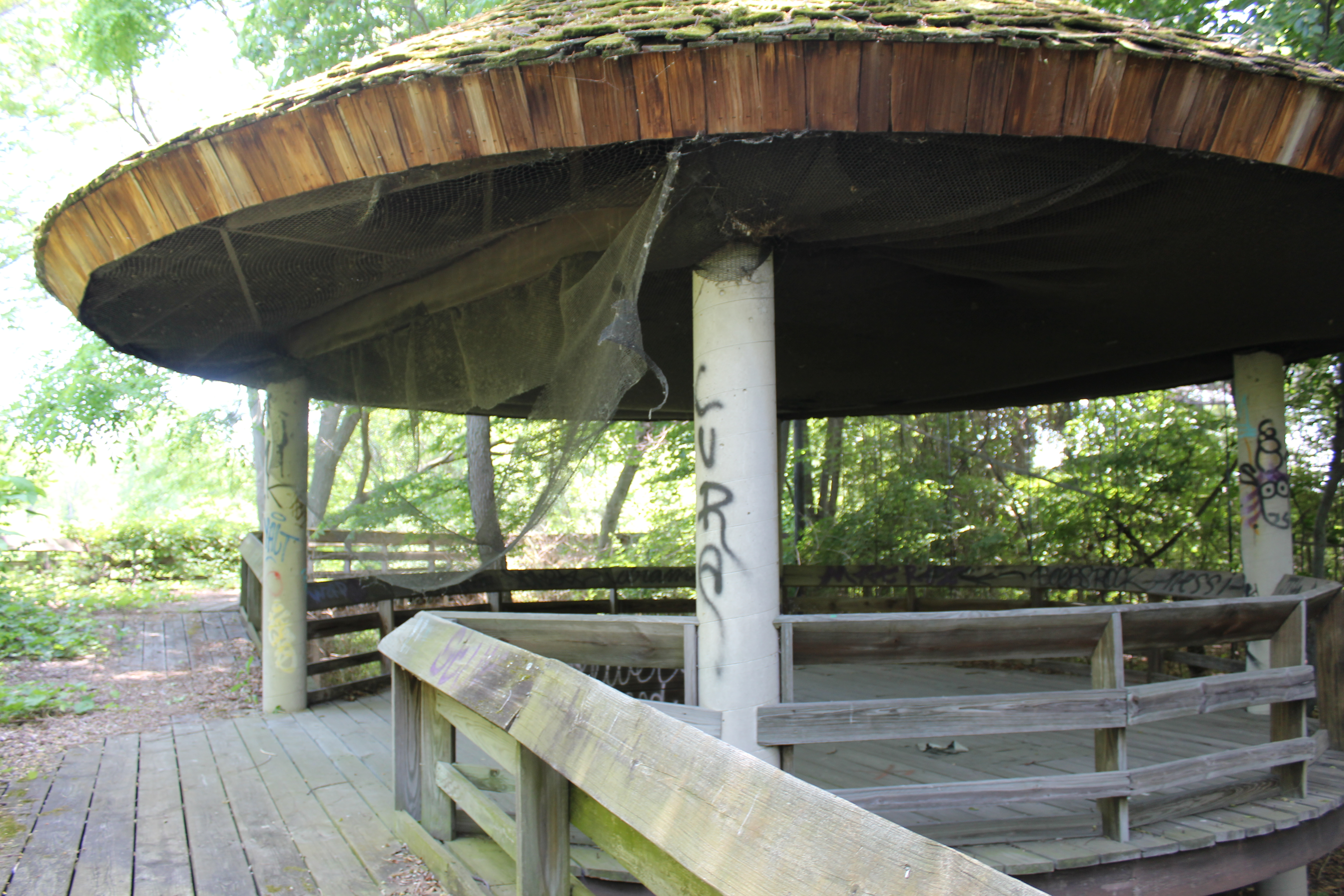 Wooden observation area at Belle Isle Zoo