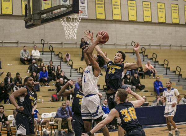 Photo of HFC Basketball player Leon Ayers making a shot