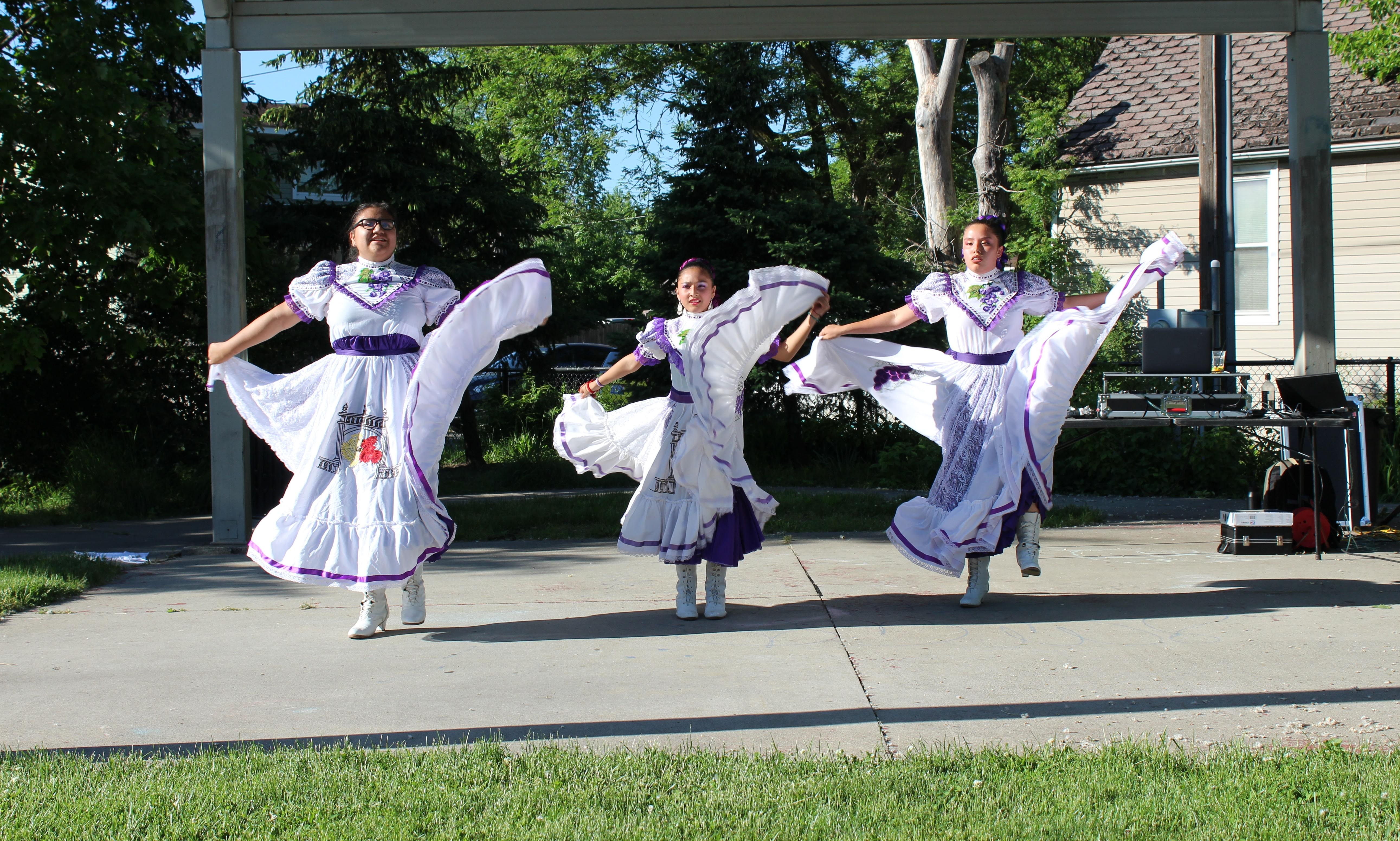 Traditional Mexican dancers from Ballet Folklórico de Detroit at UNI's Heroes of the Neighborhood event